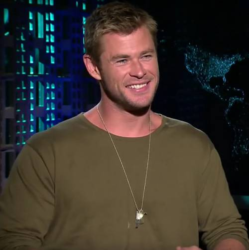 Chris-Hemsworth-wary-of-shark-attacks