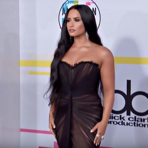 Demi-Lovato-reaches-out-to-those-with-eating-disorders-at-Thanksgiving