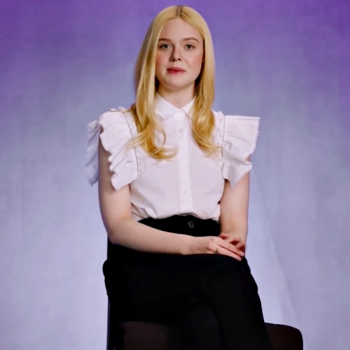 Elle-Fanning-escapes-with-fantasy