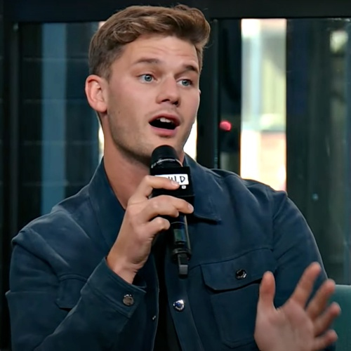 Jeremy-Irvine:-Sex-scenes-are-clinical