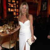 Aniston�s-mother-breaks-arm-in-nasty-fall