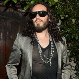 Russell-Brand-crashes-car