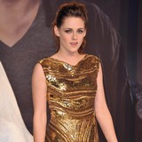 Kristen-Stewart-starring-in-Snow-White-sequel