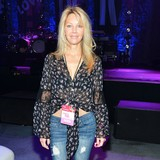 Heather-Locklear-addicted-to-phone-game