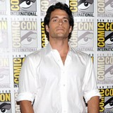 Henry-Cavill-struggled-with-Superman-suit