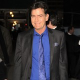Charlie-Sheen-removes-Hollywood-star