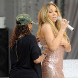 Mariah-Carey-suffers-dress-pop