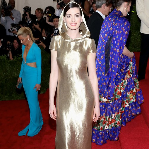 Anne-Hathaway:-Taylor-Swift-is-a-force-of-nature