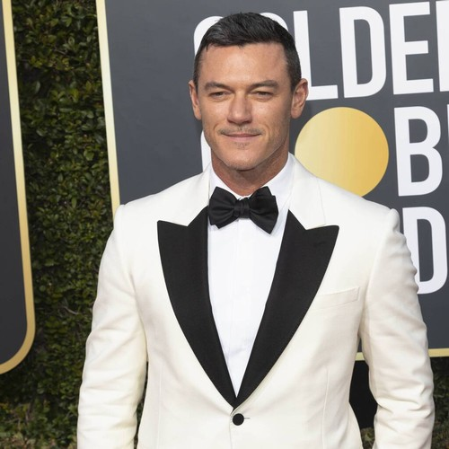 <p>Actor Luke Evans forced out of bedroom by Australian huntsman spider thumbnail